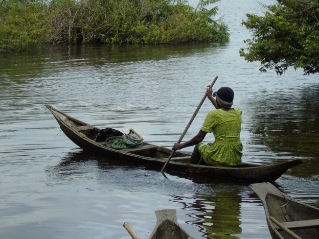 Cameroon 21-017 Local woman going to her field by canoe Credit ZSL