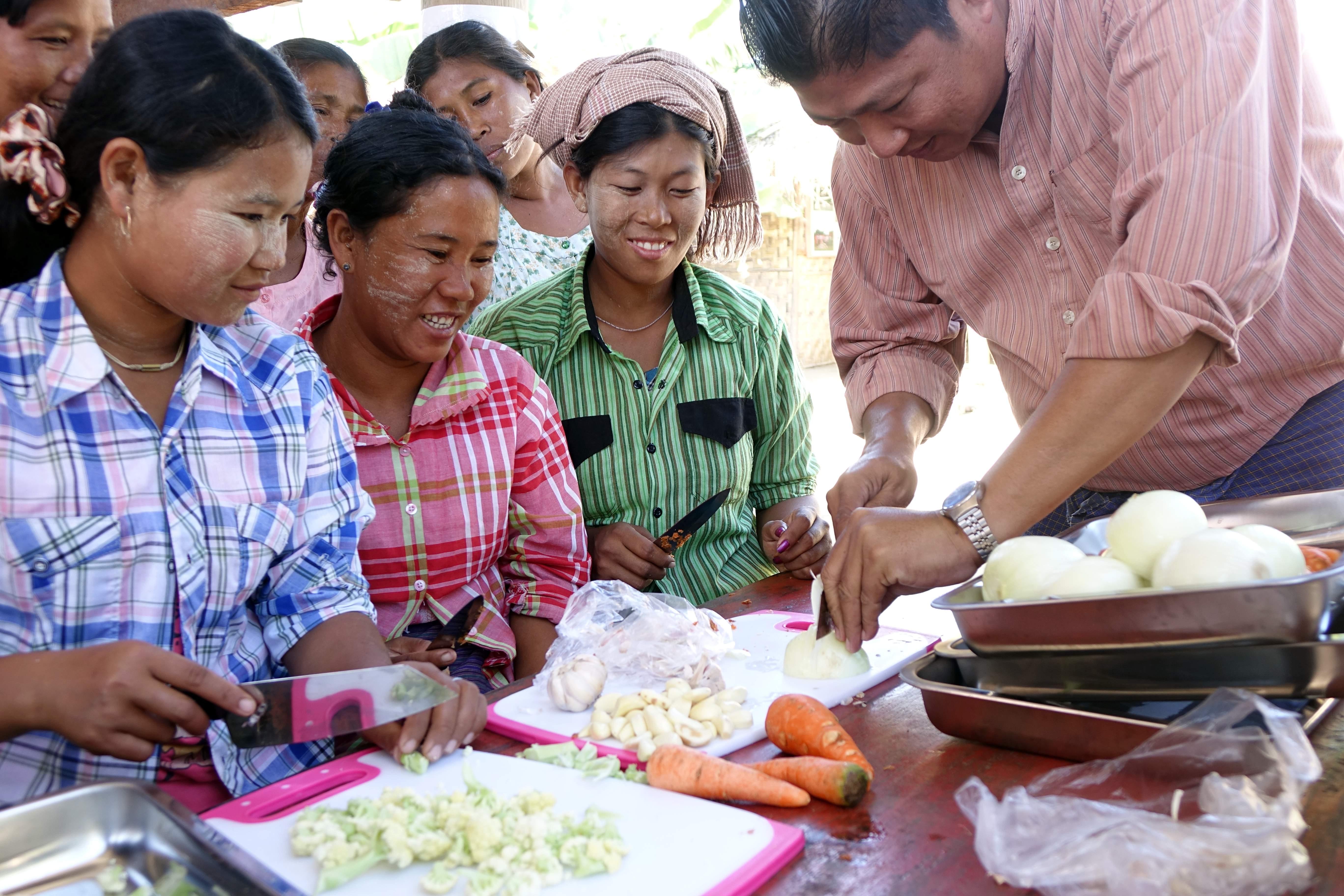 Myanmar 21012 8 Aung Ko Toe gives a cooking class in Myitkangyi, Credit Paul Bates